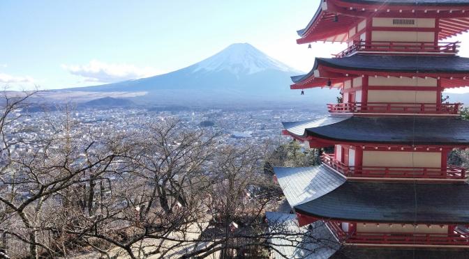 浅間神社で富士山と初詣