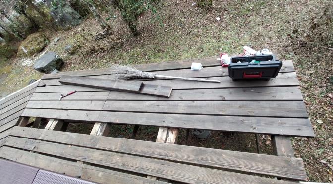 ログハウスkizukiの洗面台とウッドデッキの修繕DIY